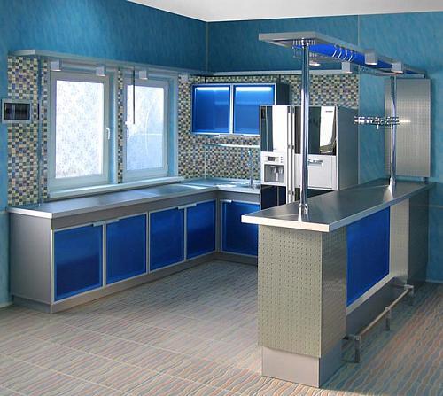 Интерьер маленькой кухни и прихожей